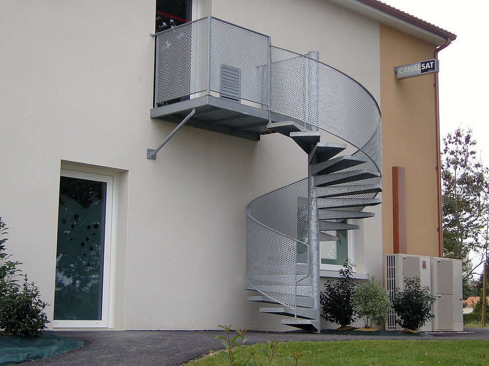 Escaliers serrurerie metallerie arzal morbihan 56 for Escalier exterieur metal